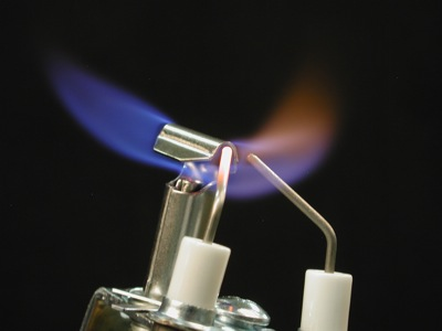 EIS-RS150 and EIS-RL150 - Sensor (left) in the flame; Igniter (right)